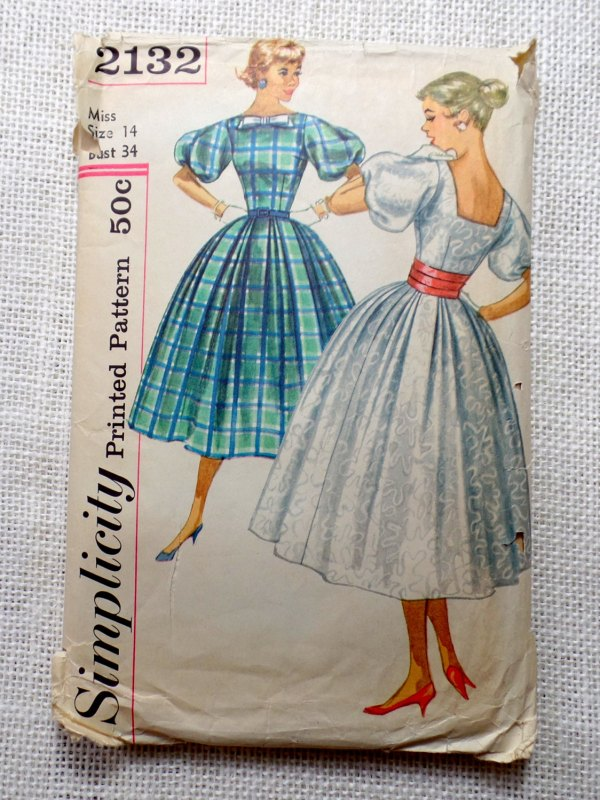 Simplicity 2132, young miss pattern with large puffed sleeves